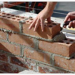 Faire ses travaux de maçonnerie seul ou avec l'aide d'un pro ?