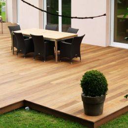 Usage des plots : pour une terrasse en bois solide