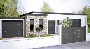 Portail en aluminium Alinéa assorti aux portes d'entrée Bel'M et aux portes de garage Novoferm, avec une baguette décoration « Gris Déco Bel'M ». ©Cadiou Industrie