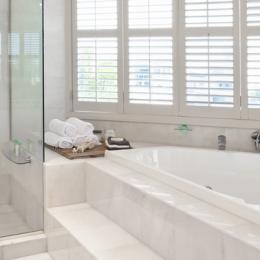 Remplacer une baignoire par une douche : les travaux à effectuer