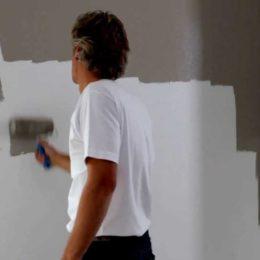Conseils pratiques pour préparer un mur avant de le repeindre